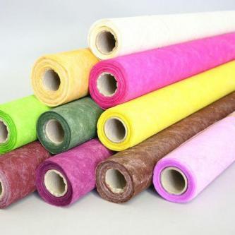 Dekorativní netkaná textilie, průsvitná. Šířka role 50 cm, délka 9 m.