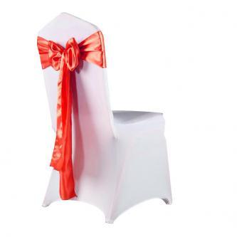 Cenově zvýhodněný set bílého elastického potahu a saténové mašle pro dekoraci židlí.