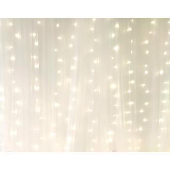 LED stěna o délce 6 m v barvě teplá bílá.