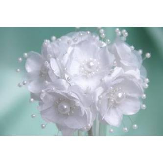 Umělá kytička s perličkovou ozdobou. 6 květů o velikosti 4cm.