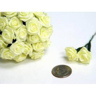 Umělá kytička obsahuje 12 kvítků vytvořených ze saténové stuhy.
