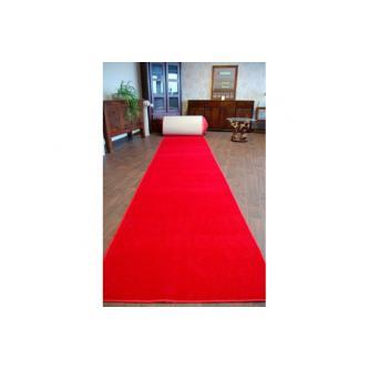 Červený svatební běhoun / koberec o šířce 1,2 m a délce 8 m.