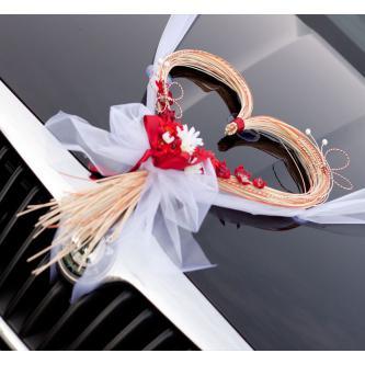 Dekorace ve tvaru srdce na kapotu auta, pro nevěstu či ženicha.