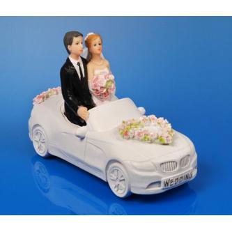 Figurky na svatební dort s nevěstou a ženichem v otevřeném autě, , výška 11 cm.