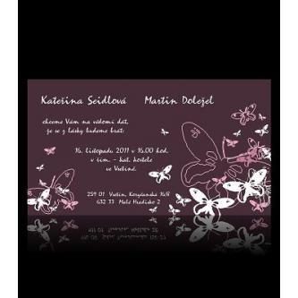 Moderní svatební oznámení 170x95, oblíbené kartičkové oznámení ve fialové barvě s motivem motýlů.