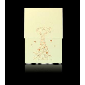 Krémové otevírací svatební oznámení, 105x151, s motivem veselých žiraf, měděná termografie.