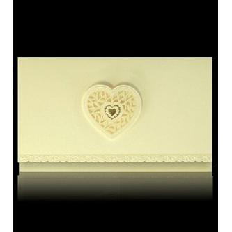 Otevírací krémové svatební oznámení, 155x90, perleťovo-krémový papír, slepotisk, papírové plastické srdíčko, zlatý tisk.