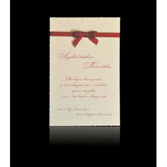Jednoduché svatební oznámení s červenými detaily, 110x170, v horní části saténová mašlička, červený tisk.