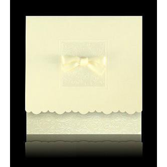 Béžové svatební oznámení, 145x145 cm, otevírací, s mašličkou a zlatým tiskem.