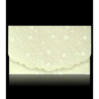 Otevírací krémové svatební oznámení, 165x97, z tenkého průsvitného papíru s jemným slepotiskem. Uvnitř lesklý krémový papír, zlatý tisk.