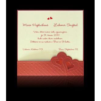 Kartičkové svatební oznámení, základní tvrdý červený papír, do kterého se vkládá bílý perleťový papír, 140x140. Vínovo-červený tisk.