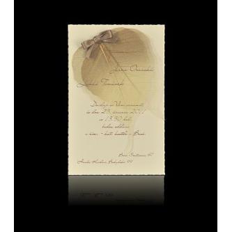 Krémové kartičkové svatební oznámení, 110x170, motiv usušeného listu, tisk hnědá barva.
